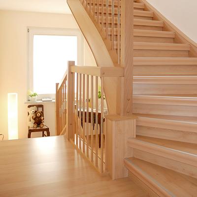 Wandgestaltung Treppenhaus Einfamilienhaus